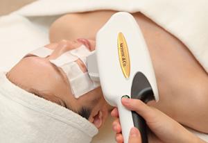 光(SPL)と高周波(RF)を同時に照射することで、肌の奥までエネルギーを浸透させ、代謝を活発にさせます。