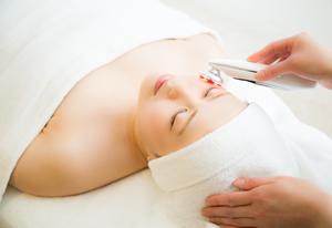 光(SPL)と高周波(RF)を同時に照射することで、肌の奥までエネルギーを浸透させます。